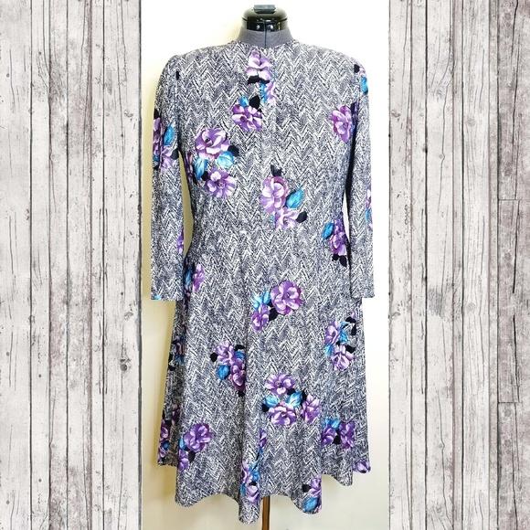 Vintage Dresses & Skirts - VINTAGE PLUS 80's Floral Zig Zag Dress